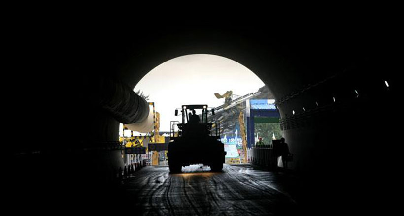 The longest road tunnel under construction in Xinjiang has been fully operational